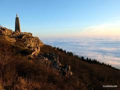 The Virgin atop Mount Monnet admire the sea of clouds at sunrise // La vierge au sommet du Mont Monnet admire la mer de nuages au levé du soleil #virgin #statue #mount #mountain #sun #sunrise #sky #skylovers #skyporn #instasky #clouds #cloudporn #beautifu