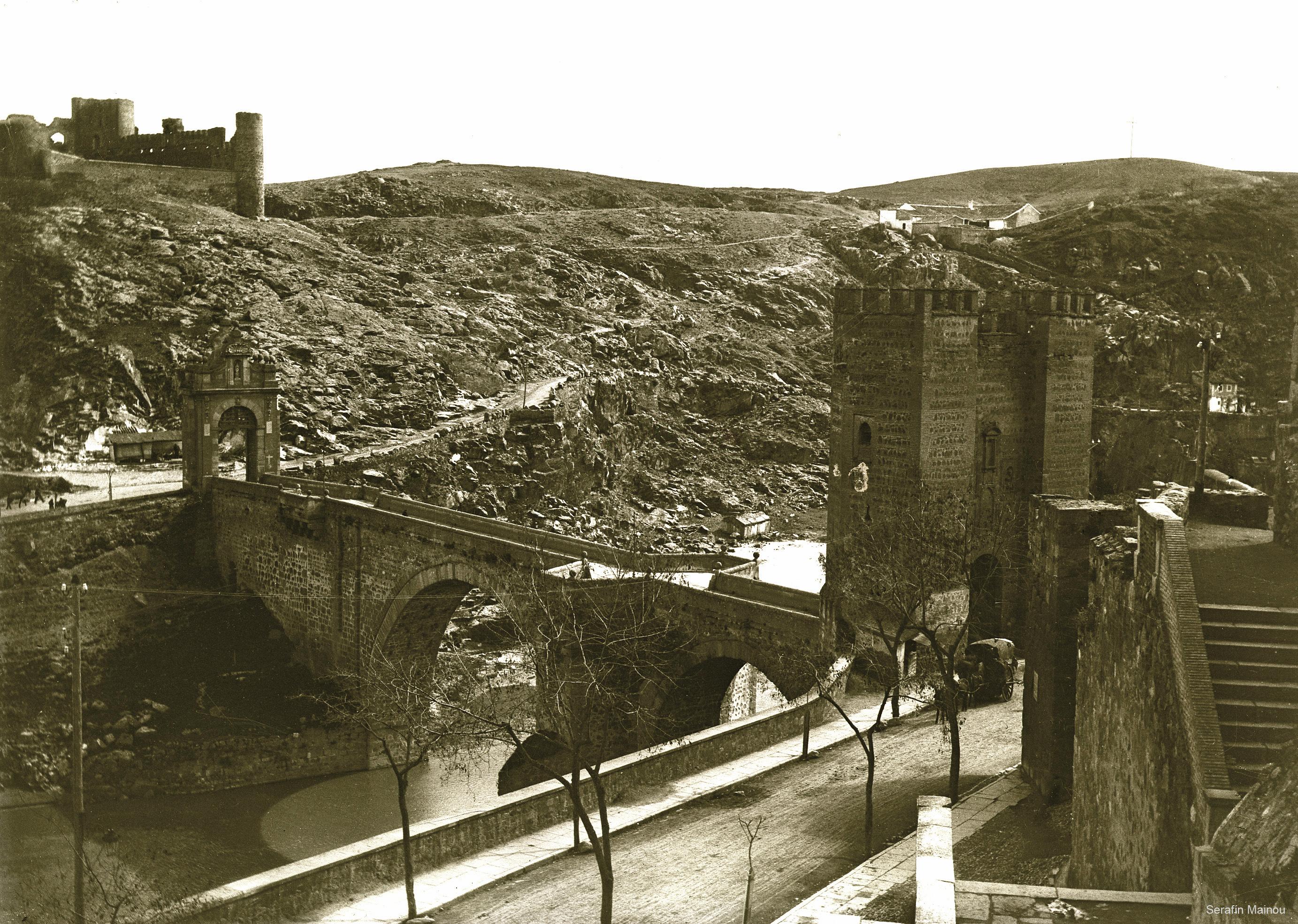 Puente de Alcántara y Castillo de San Servando hacia 1903. Fotografía de Serafín Mainou © Colección de Juan Modolell