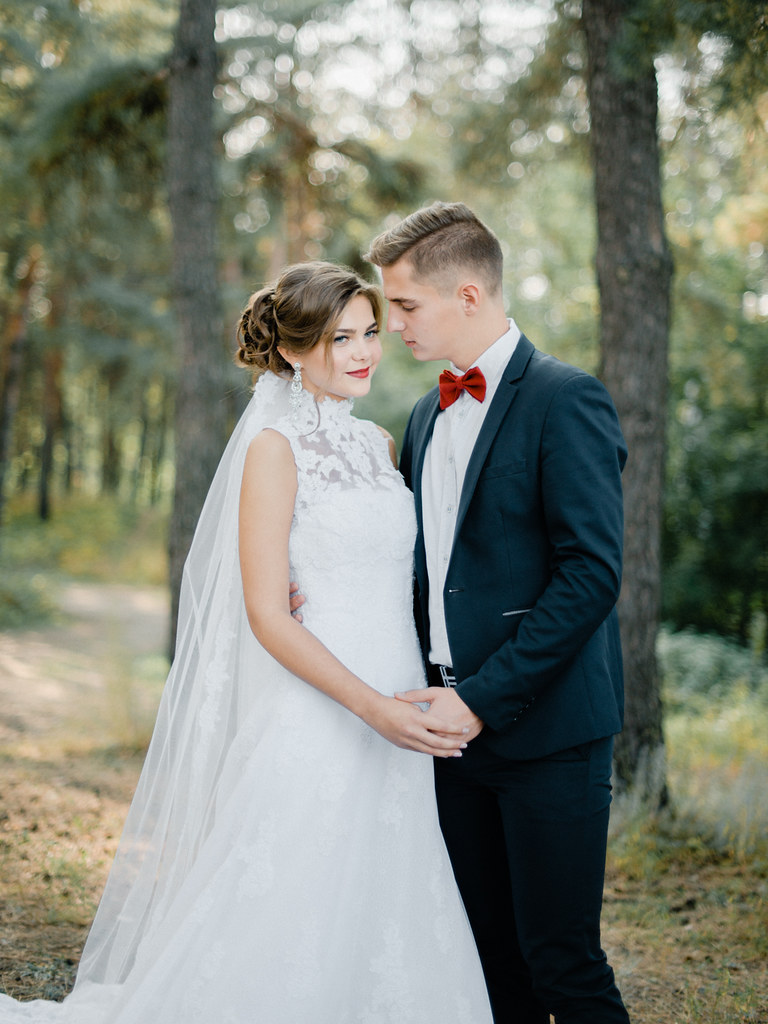 Red bowtie | Enchanted Forest Marsala Wedding Inspiration | fabmood.com #marsala #woodland