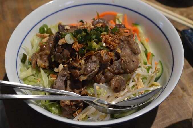 Rice vermicelli with grilled sliced pork