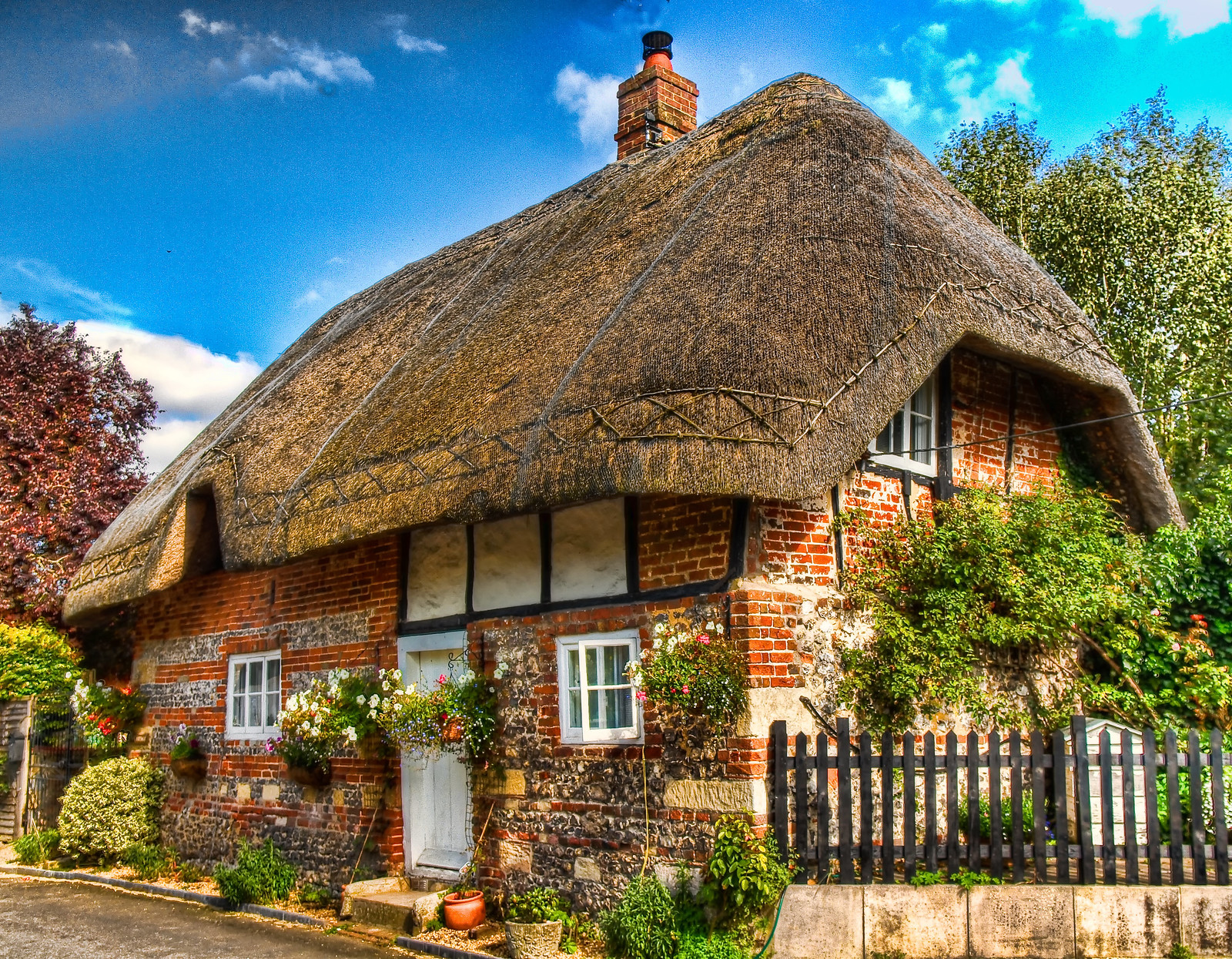 A Thatched Cottage In Nether Wallop Hampshire Credit Anguskirk