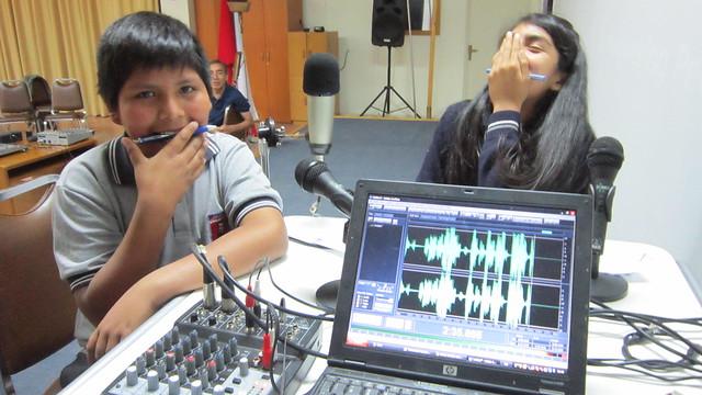 Radios escolares de Atacama colaboran en la reconstrucción  tras aluviones en el norte de Chile