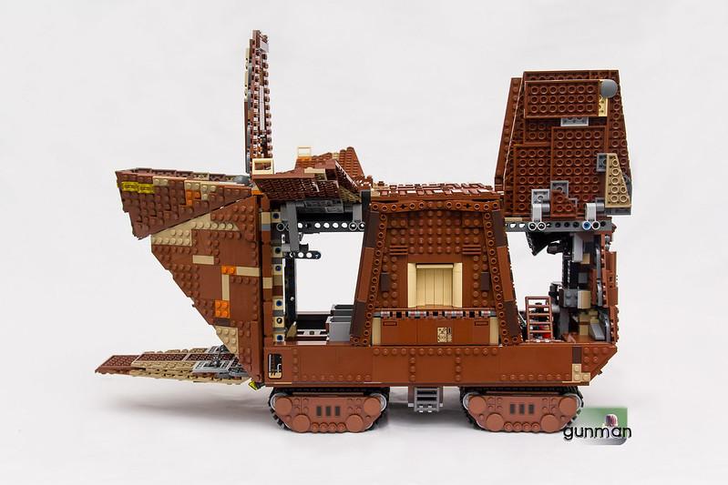 ThebrickReview:LEGO 75059-1 UCS Sandcrawler 24172743872_6e3d3e120c_c