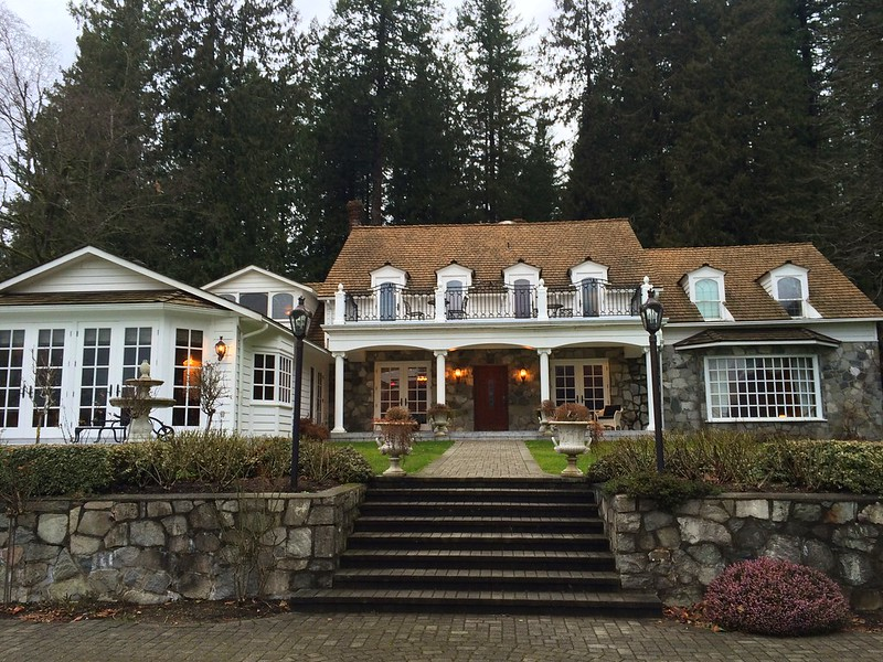 Rowena's Inn on the River