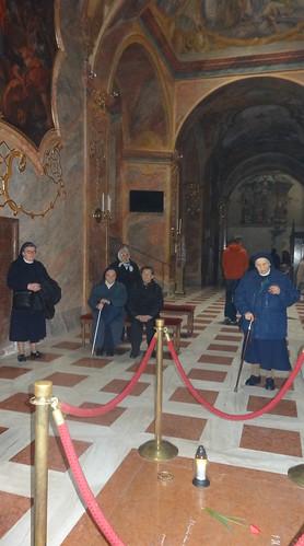 06.pri hrobe kardinala Korca