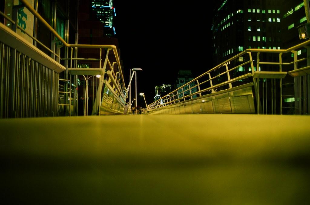 信義路天橋 / Fuji RVP50 / Nikon FM2 信義路上的天橋要消失了,這是之前用 RVP 50 拍的,正片正沖,顏色很漂亮!  我不要天橋消失啦!  Nikon FM2 Nikon AI AF Nikkor 35mm F/2D FUJICHROME Velvia 50 3062-0039 2015-10-27 ~ 2015-11-06 Photo by Toomore