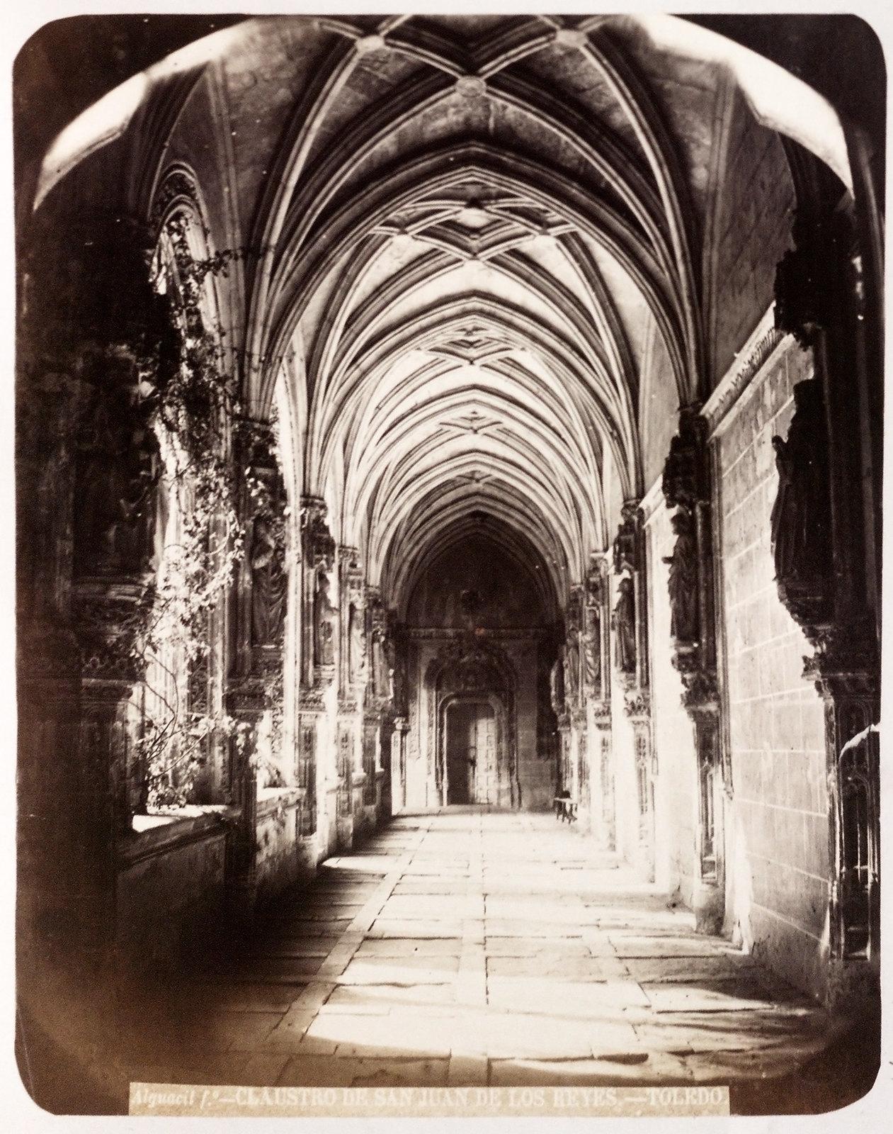 Claustro de San Juan de los Reyes en Toledo hacia 1879. Álbum de la National Gallery con fotos de Casiano Alguacil.