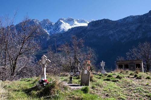 No me despido de hacer unas fotos de noche en el #cementerio de Llert. No creo que les importe mucho no @carlesteres? 😇 #pirineos #igershuesca #instaaragon #naturaleza_aragon #igersaragon #instaaragon