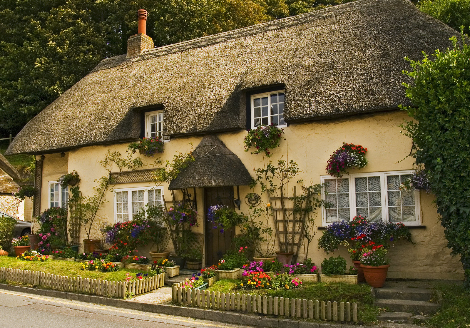Cottage at West Lulworth, Dorset. Credit Anguskirk