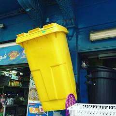 Gelbe Tonne im Kiosk-Angebot in Tunis