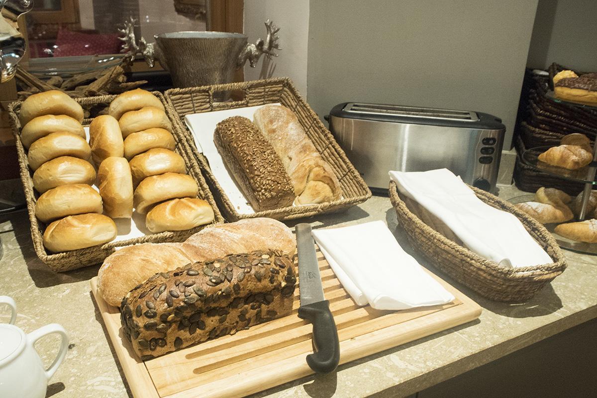 bread-selection-breakfast-hotel-valluga-austria
