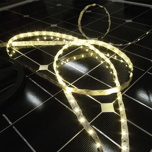 LEDライトを付けてみたり。