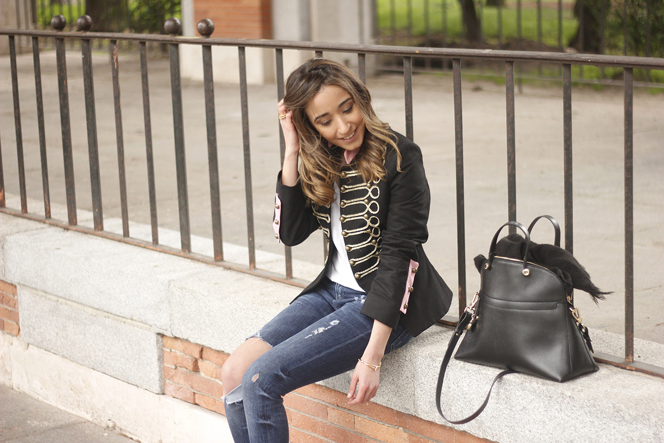 extreme collection jacket ripped jeans heels outfit furla bag05