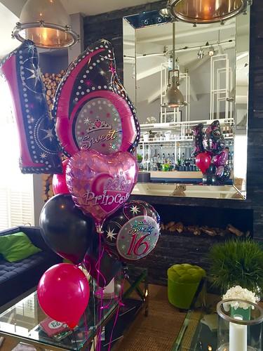 Tafeldecoratie 7ballonnen Gronddecoratie Sweet 16 Verso aan het Strand Rockanje