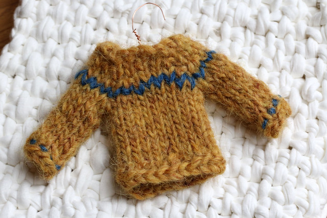 Tiny Sweater for #Christmasdecswap2015