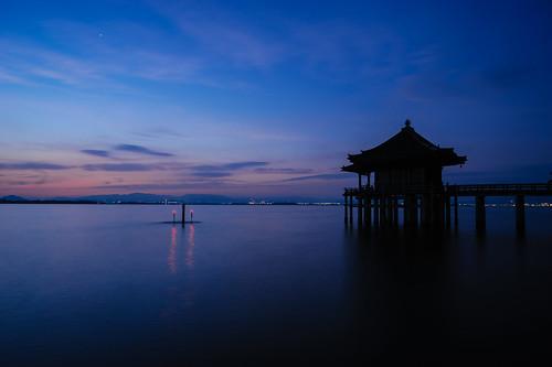 夜明け前の満月寺