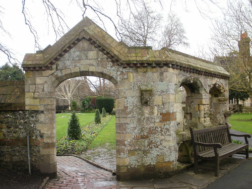 Southover Gardens archway