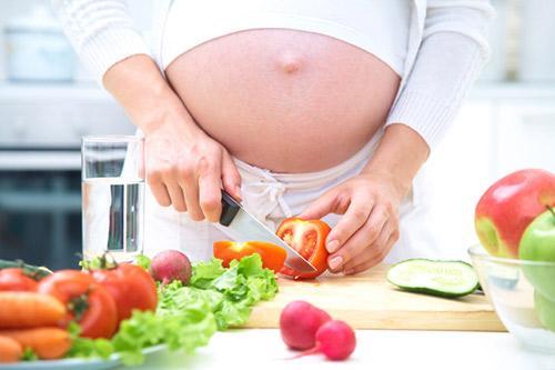 Có nên ăn chay khi mang thai?