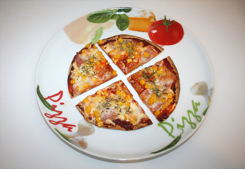 24 - Tortilla-Pizza - Variante 2 - Serviert / Served