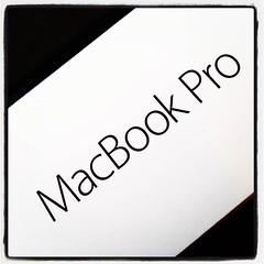 Dags att packa upp nya jobbdatorn. #MacBookPro
