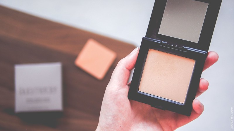 Laura Mecier Mineral Pressed Foundation Review