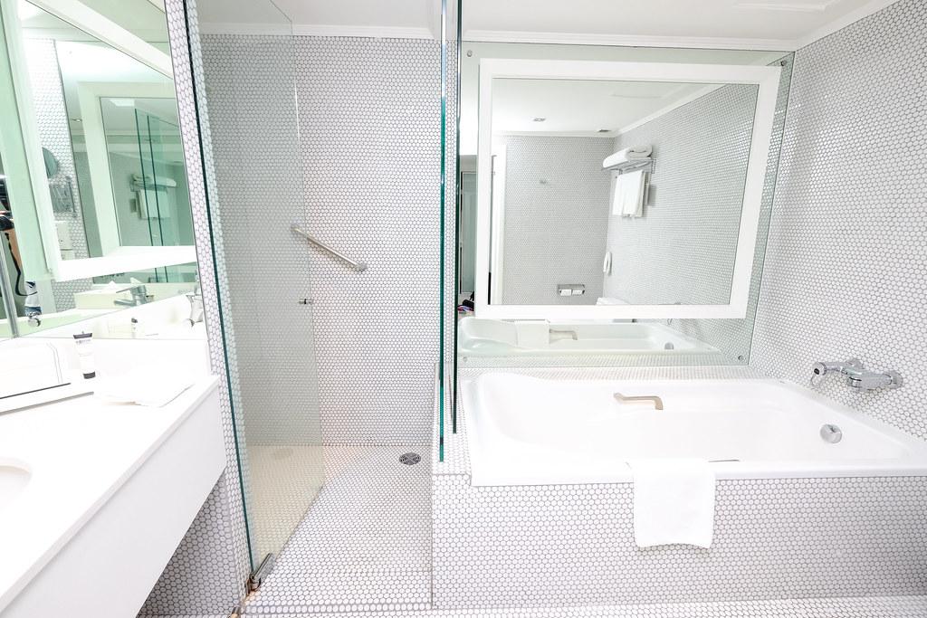 Pullman Bangkok Hotel G Bathroom