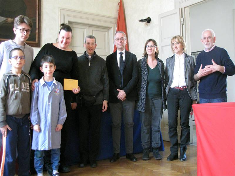 Donati 778,51 euro dai bambini della scuola primaria e secondaria a Sao Bernardo
