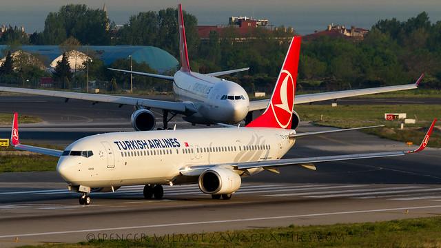 THY 737-900.