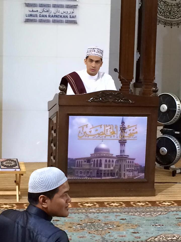 Ashraff Muslim dalam Tiga Tempat Kosong