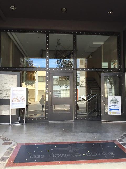 GitLab 사무실의 건물 입구