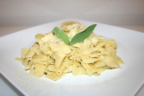 27 - Sage lemon pasta - Side view / Salbei-Zitronen-Nudeln - Seitenansicht
