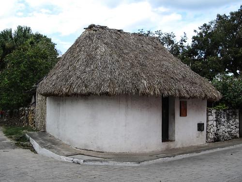 Valladolid: une hutte traditionnelle maya