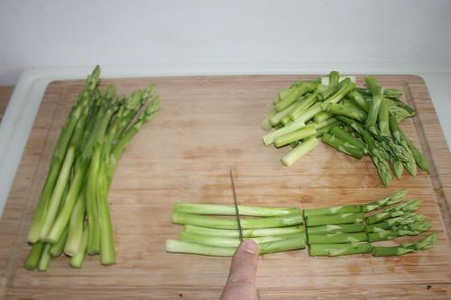 13 - Spargel in Stücke schneiden / Cut aspargus in pieces