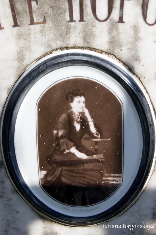 Старое фото с надгробия
