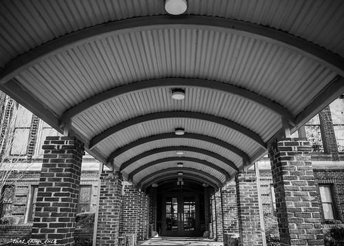 bw blackwhite unitedstates columns southcarolina brickwork depthofview