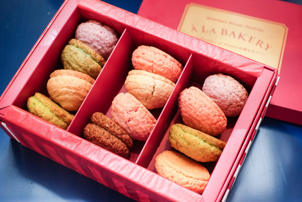 À La Bakery Artisan Macarons in a Box