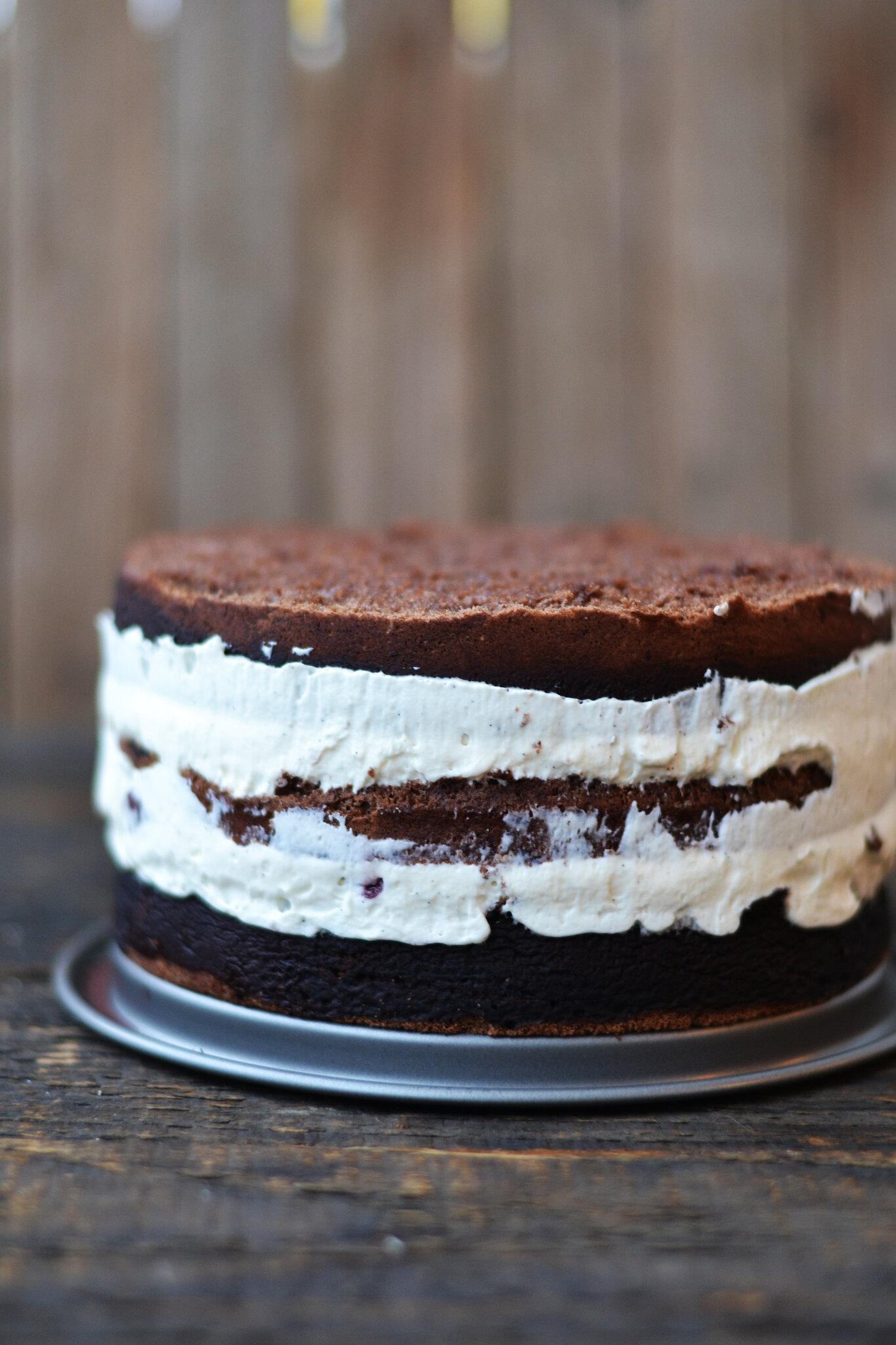 tort cu bezea scos din forma