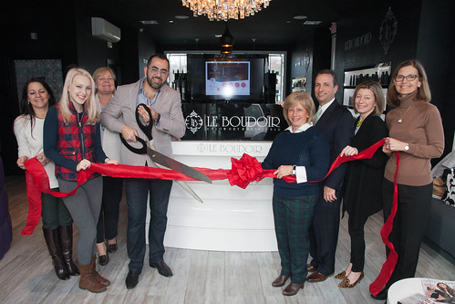Duff Helps Wolcome Salon to Darien