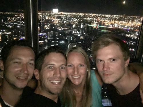 Kathys Geburtstag in einer Rooftopbar in Melbourne