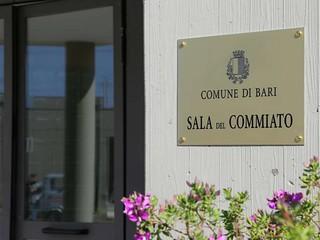 La sala del commiato del Comune di Bari