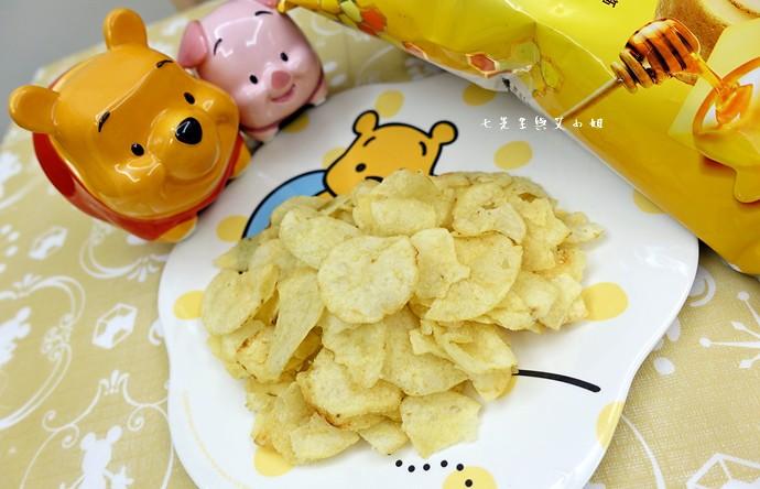 2 樂事 Lay's 蜂蜜奶油洋芋片,鹹鹹酸酸甜甜,一開就樂吃不疲的涮嘴好滋味!