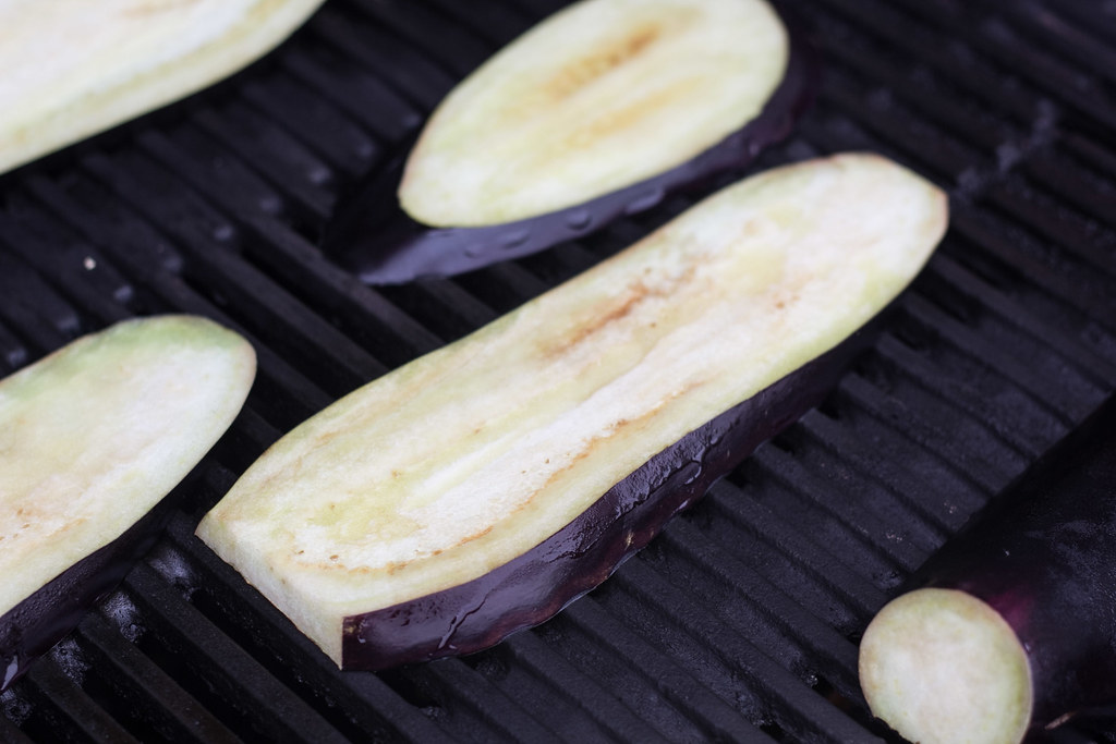 Grillet aubergine med smeltet ost og tomatsalsa (4)