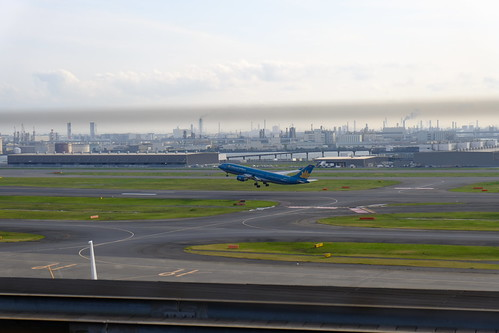 Vietnam Airlines take off