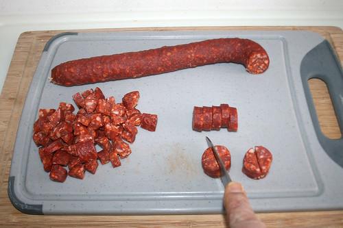 22 - Chorizo zerkleinern / Chop chorizo