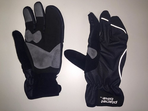 Aquilo gloves by Planet Bike