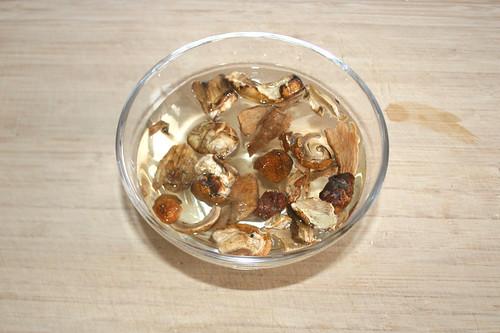 13 - Steinpilz einweichen / Soak mushrooms