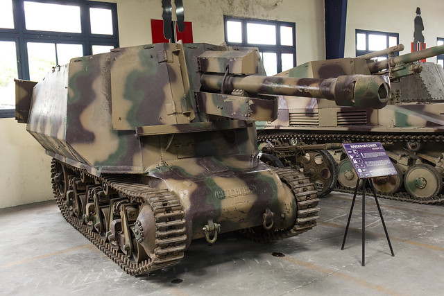 Hotchkiss H-39 10.5 cm leFH18