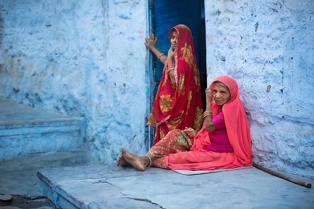 Women sitting in Jodhpur, Rajasthan, India.
