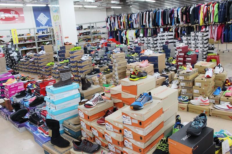 24459271329 562ae031d1 b - 熱血採訪。台中干城特賣會搶好康,La new男女鞋、Nike等運動品牌、思薇爾內衣、精典泰迪童裝