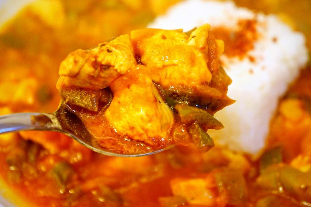 雞肉飯的料很多,青椒也很多啊!
